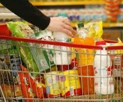 Inflação de alimentos afeta orçamento das famílias e reduz vendas do varejo