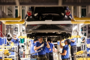 a-hyundai-inaugurou-sua-primeira-fabrica-no-brasil-na-cidade-de-piracicaba-sp-com-capacidade-de-produzir-34-carros-por-hora-1352481160601_300x200