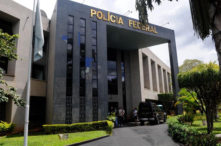 PF faz operação em dois estados e no DF contra fraude bilionária na Receita