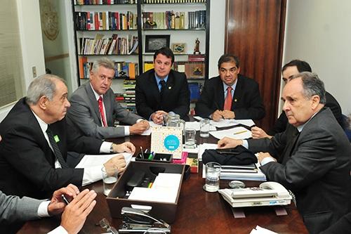 Rollemberg se reúne com senadores da bancada do DF
