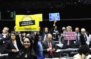 deputados-cartazes-contra