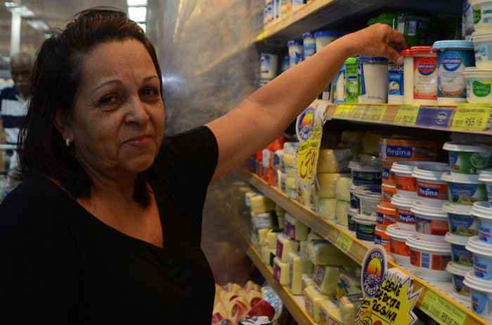 Brasileiros cortam a lista de compras e mudam hábitos para driblar inflação