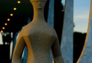 Brasília(DF), 07/12/2015 - Amanhecer no STF - estátua da Justiça. Foto: Rafaela Felicciano/Metrópoles