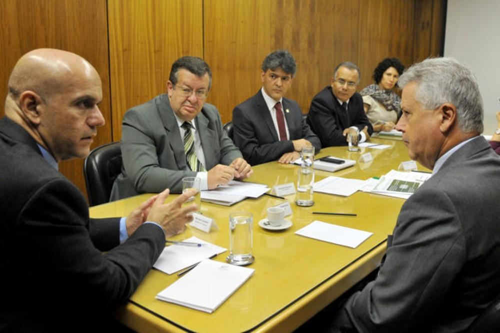 Governo do DF diz ter cobrado em reunião R$ 742 milhões da Previdência Social