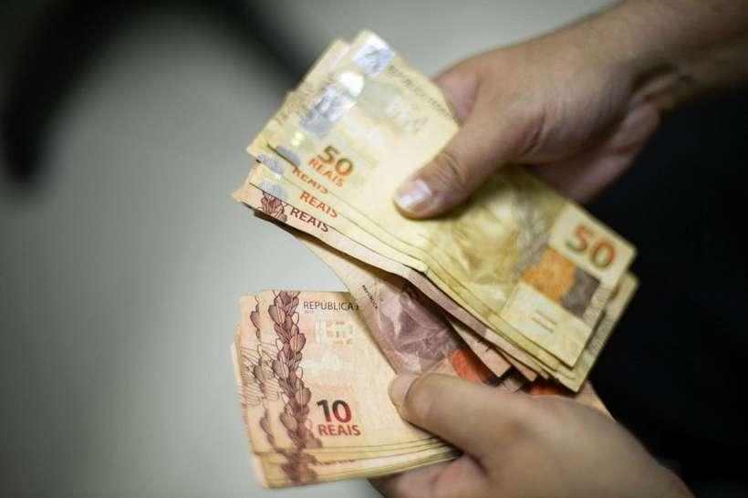 Salário mínimo de R$ 1.045 terá impacto adicional de R$ 2,13 bi em despesas