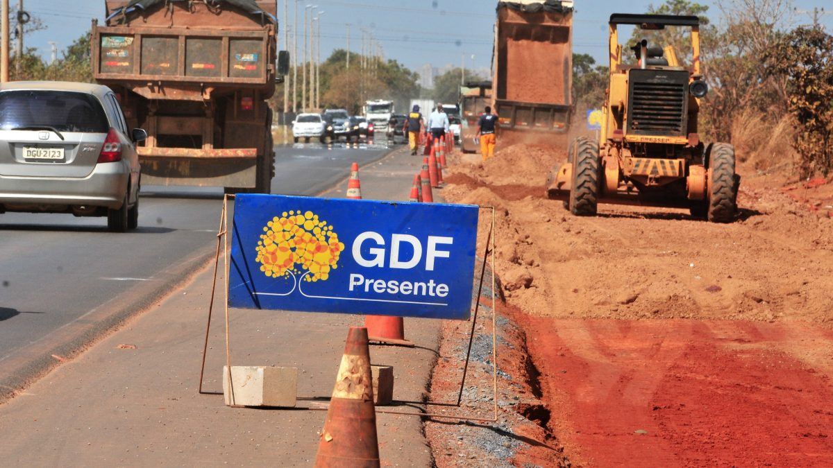 Obra em trecho da DF-001 segue na fase da pavimentação